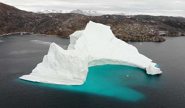 Day 11 - Iceberg Sightseeing by boat